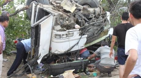 ДТП в Казахстане: на Капчагайской трассе автобус перевернулся на крышу - 4 человека погибло, 14 ранены (ФОТО)