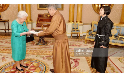 Mongolian Ambassador presents credentials to Queen Elizabeth II