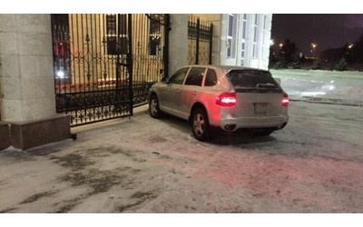 Police officer driving Porsche Cayenne rammes the gates of Kazakh president's residence