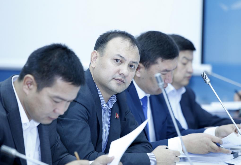 Жогорку Кенеш: народные избранники избрали председателей комитетов